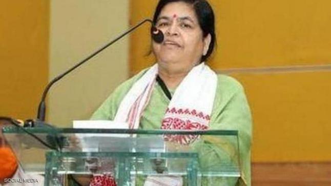 """وزيرة هندية تحدد سعر لمن يريد التقاط """"سيلفي"""" معها"""