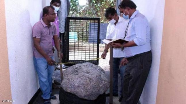 رجل يكتشف كنزا بالصدفة في حديقة منزله بسريلانكا