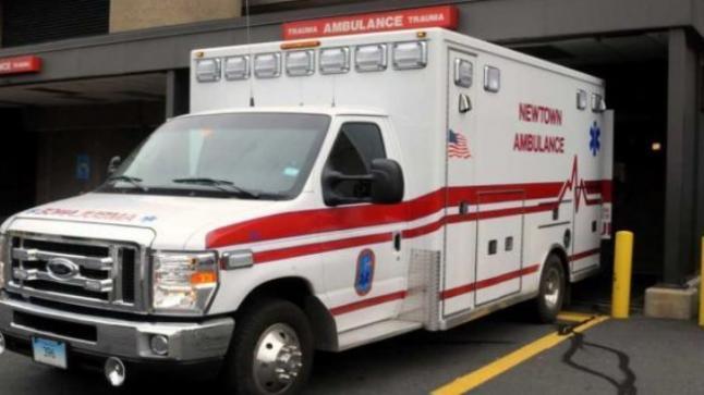 لص يسرق سيارة إسعاف ويكتشف مريض وفرقة طوارئ داخلها